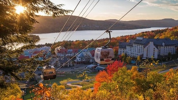 Mont-Tremblant & Cruise Fall Colour 2 Days Trip