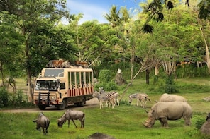 Bali Safari Marine Park and Dinner at Jimbaran Day Tour