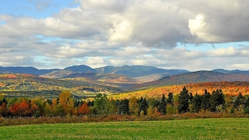 Charlevoix & L'Isle-aux-Coudres Fall Color VIP 2-Day Trip