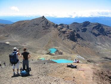Emeral-Lakes-Tongariro-Crossing.jpg