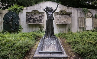 Cemetery tour over the Old Johannisfriedhof