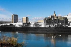Saskatoon: City of Bridges, Life on the South Saskatchewan River