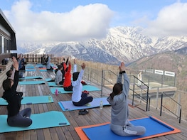 Panoramic Yoga Experience at Hakuba Mountain Harbour