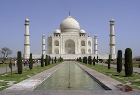 Private 2-Day Tour to The Taj Mahal, Agra with Return Flight