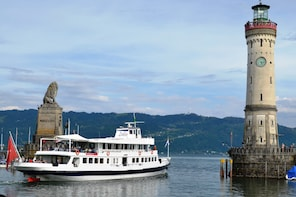 Discover Lindau and its Old Town incl. Panoramic Boat Tour