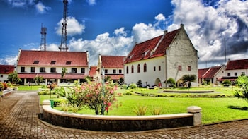 1 Day Private Makassar Tour: Balla Lompoa to Fort Rotterdam