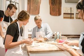 Private cooking class at a Cesarina's home in Civitavecchia
