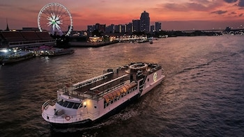 Saffron Luxury Dinner Cruise on the River of Kings