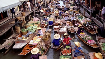 Day Tour of Risky Market & Damnoen Saduak Floating Market