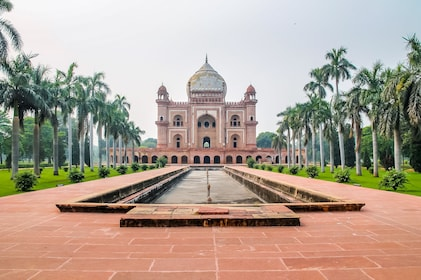 Safdarjung's Tomb - New Delhi, India.jpg