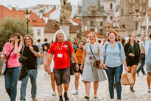 Prague: Small Group Old Town Food Tasting Tour with a Local