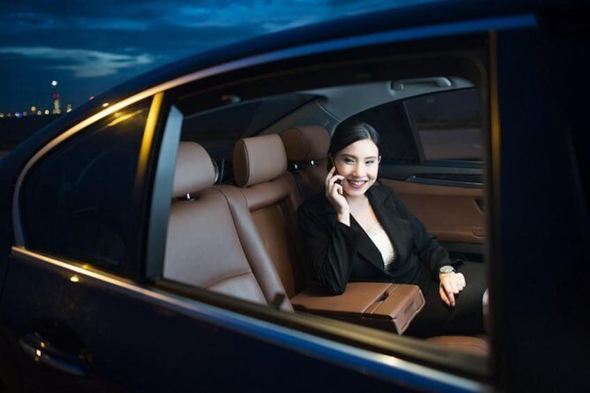 Show item 4 of 4. Low Cost :- Private Transfer Between Toronto Airport or London City ON Canada