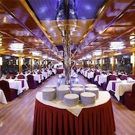 Marina Dhow Standard Dinner Cruise–With transfer
