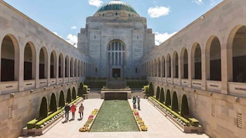 Canberra Day Tour From Sydney with Guide & Private Transfer