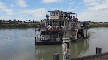 Adelaide Hills Tour & River Murray 3 Hour Lunch Cruise.