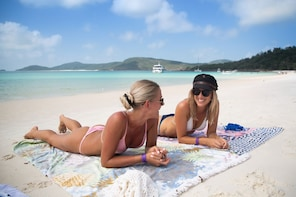 Whitehaven Beach & Hill Inlet Chill & Grill