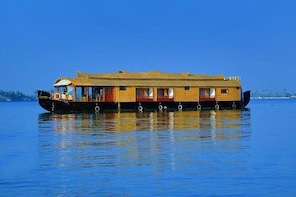 01 Bed Room Pvt Premium House Boat - Alleppey