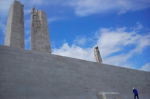 Full Day Canadian WW1 Vimy and Somme Battlefield Tour from Ypres